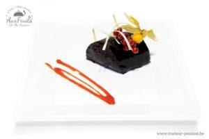 Buches Festive, Croquant au chocolat, mousse marron, biscuit foncé et crème à l'orange